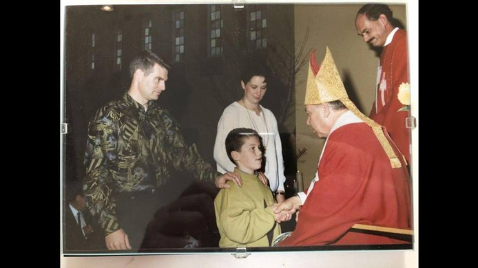 Een jonge Klaas Dijkhoff in de kerk