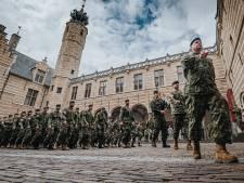 200 Canadese militairen marcheren door Bergen op Zoom: eerherstel voor de 'Assepoesters onder de strijdkrachten'
