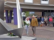 Herdenking met minuut stilte en bloemen in Oostburg