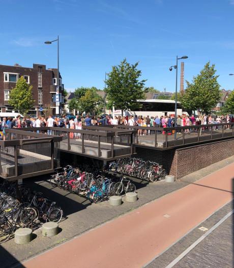 Roze Maandag-bezoekers lange tijd gedupeerd door treinstoring Breda-Tilburg