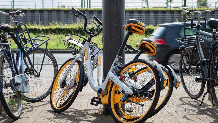 De gemeente vindt dat de tweewielers een 'te grote druk op de schaarse openbare ruimte' leggen. Beeld Charlotte Odijk