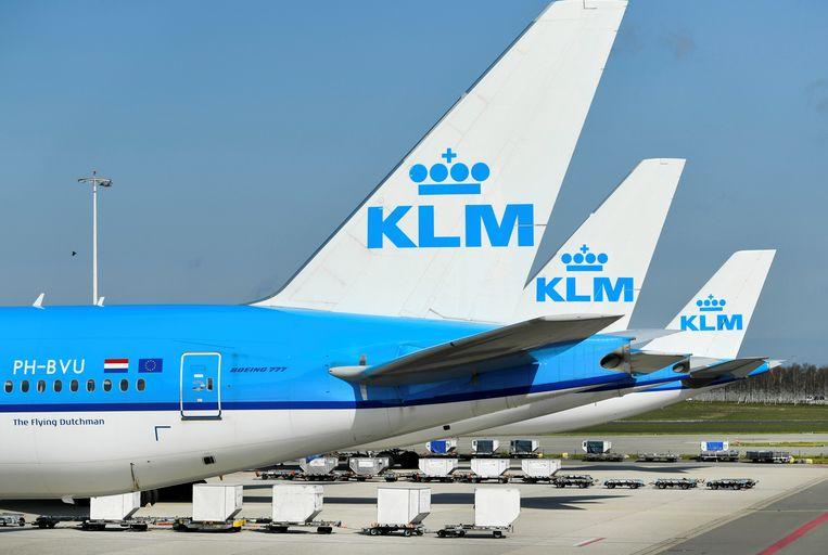 KLM-toestellen aan de grond op Schiphol. De luchtvaartmaatschappij heeft zwaar te lijden onder de coronacrisis.  Beeld REUTERS