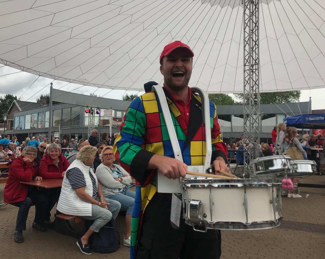Frenk de Feiter, trommelaar bij Liever ier as tuus.