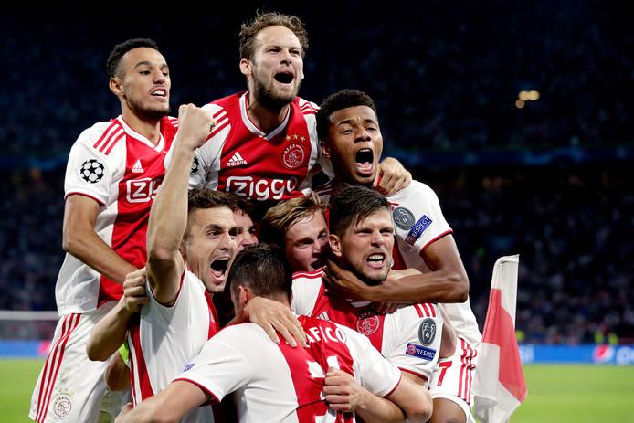 Vreugde bij de spelers van Ajax bij de 3-0 zege op AEK Athene in de Champions League.