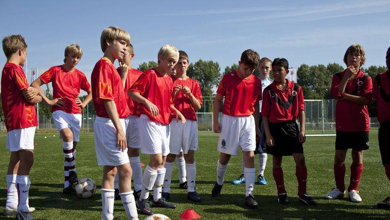 Voetbalclub AFC hanteert niet eens meer een wachtlijst. Dat zou maar valse verwachtingen wekken. Beeld Marc Driessen