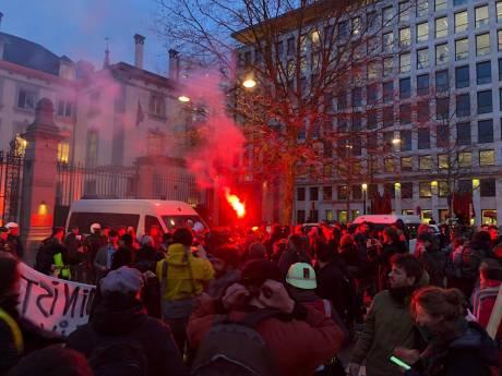 """Des militants du climat bloquent la conférence """"Back From Davos"""" à Bruxelles"""