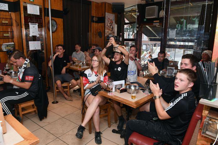 De supporters van OHL zagen in café Marengo hun team onderuit gaan tegen Beerschot. Teleurstelling troef maar gelukkig mag OHL volgend seizoen sowieso aantreden in 1A.