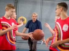 'Oudste gymleraar van Nederland' uit Enschede gaat met pensioen