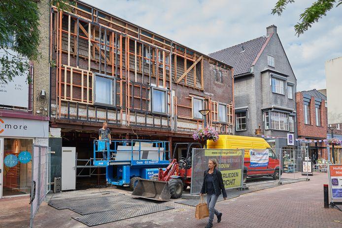 Het pand op de hoek van het Walplein en 't Gengske waar modewinkel Wehberg zich gaat vestigen.