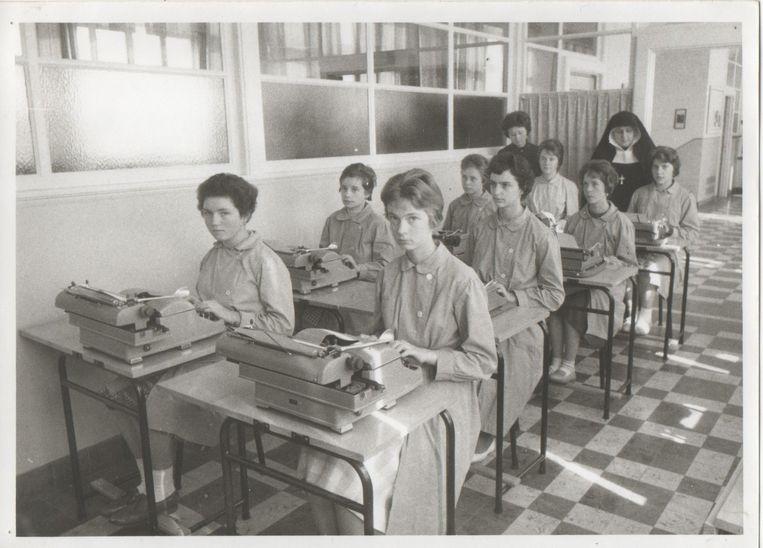 De oude typmachines die in de loop der jaren gebruikt werden, staan vandaag tentoongesteld.