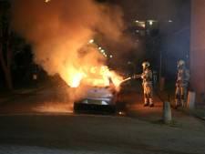 Auto in brand gestoken in Mijdrecht, verdachte slaat brandend op de vlucht