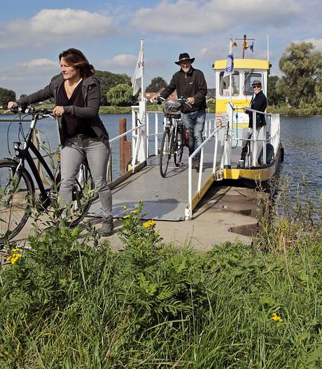 De voetveren over de Maas varen nog één week uit