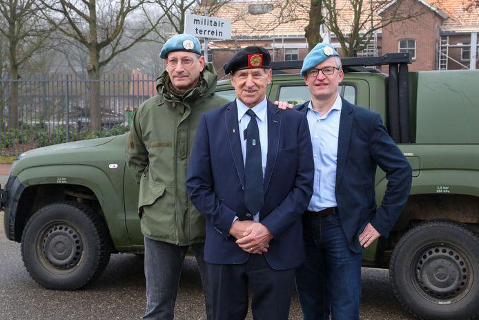 (V.l.n.r.) Bart van Lier, Marinus Pijnenburg en Eric Sessink van de Vereniging (Oud-)Militairen Oirschot.