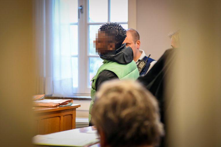 Niet alle beklaagden daagden op voor de rechter. Christofere  S. probeerde de rechter te overtuigen dat hij niet had gewild dat de conducteur slagen kreeg.