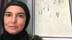 """Sinéad O'Connor wil geen contact meer met blanken: """"Ze zijn walgelijk"""""""