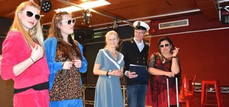 Corona neemt de regie over in jubileumjaar van toneelvereniging Iets Anders