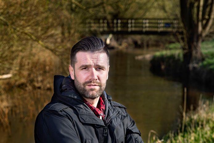 27 jaar lang gaf Danny van Bakel niks om de Dommel, maar nu is hij blij als hij het water in zijn Geldrop weer eens ziet.