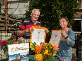 Geen zonnescherm maar een doedelzakpeler in Geertruidenberg: Lintje voor Loes en Aad Moeken