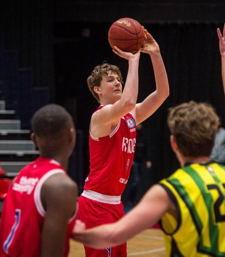 Florian Rijkers (15) van Heroes Den Bosch is de jongste speler ooit in de eredivisie basketbal