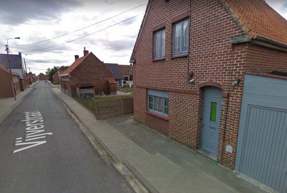De vrouw werd bewusteloos aangetroffen in haar woning langs de Vijverstraat.