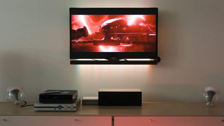 Een Philips televisie aan de muur Beeld ANP
