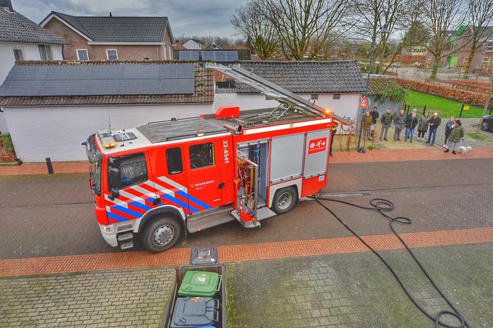 Olietank op dak van bakkerij in Veldhoven vat vlam.