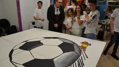 De Karwij imponeert Waldek en Brahim met schildertalent