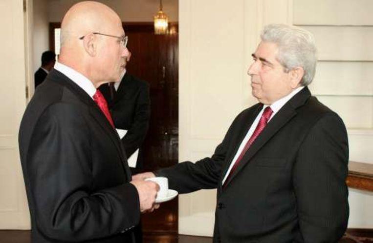 President Dimitris Christofias (rechts) ontmoet de Turkse leider Mehmet Ali