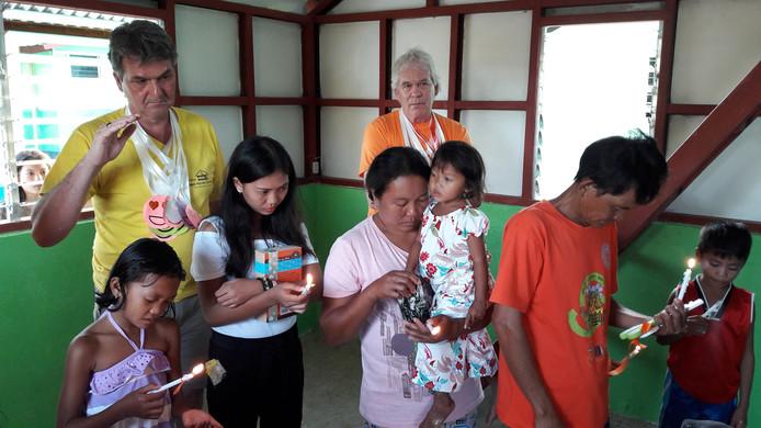 Vier leden van de Rotary hielpen met de bouw van een paar woningen op de Filipijnen.