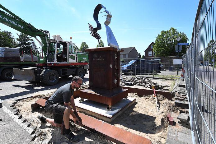 Het beeld van Titus Brandsma, gemaakt door kunstenaar Juul Baltussen, krijgt een plekje in Boxmeer.