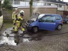 Auto vliegt in  brand na vervangen van bougies in Doetinchem