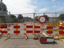 Veel automobilisten stranden:  spoorwegovergang Orthenseweg echt gesloten