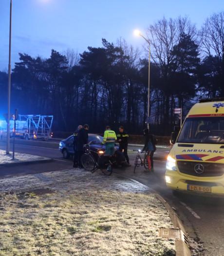 Fietser gewond bij aanrijding door auto op rotonde in Oirschot
