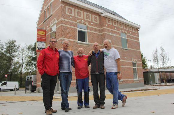 Het bouwteam van atletiekclub Alva: Geert, Pascal, Roland, Jan en Geert.