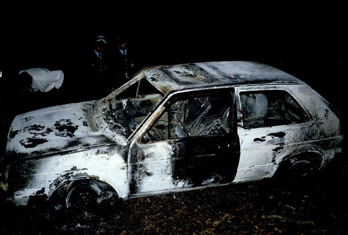 Uitgebrande wagen na de moorden in de Delhaize in Aalst.