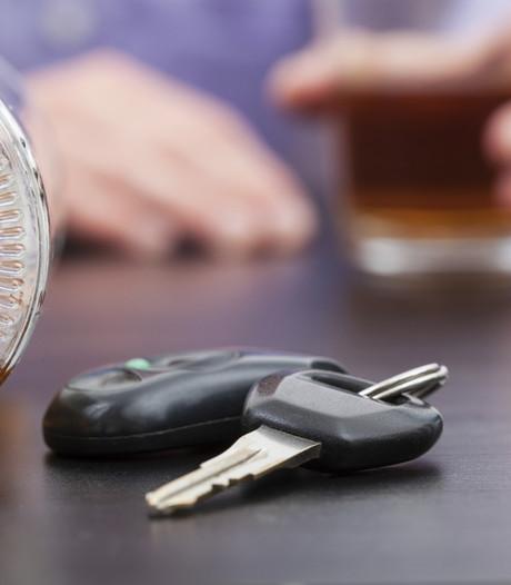 Automobilist onder invloed rijdt sloot in bij Clinge