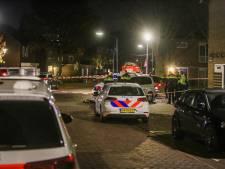 Man zwaait met mes op balkon in Helmond, politie zet straat af