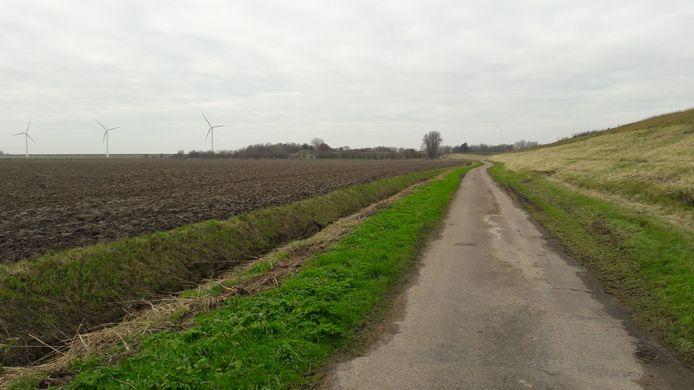 De smalle toegangsweg naar Fort Sabina bij Heijningen krijgt passeerstroken. Ook komt er een parkeerterrein met meer dan honderd plaatsen.