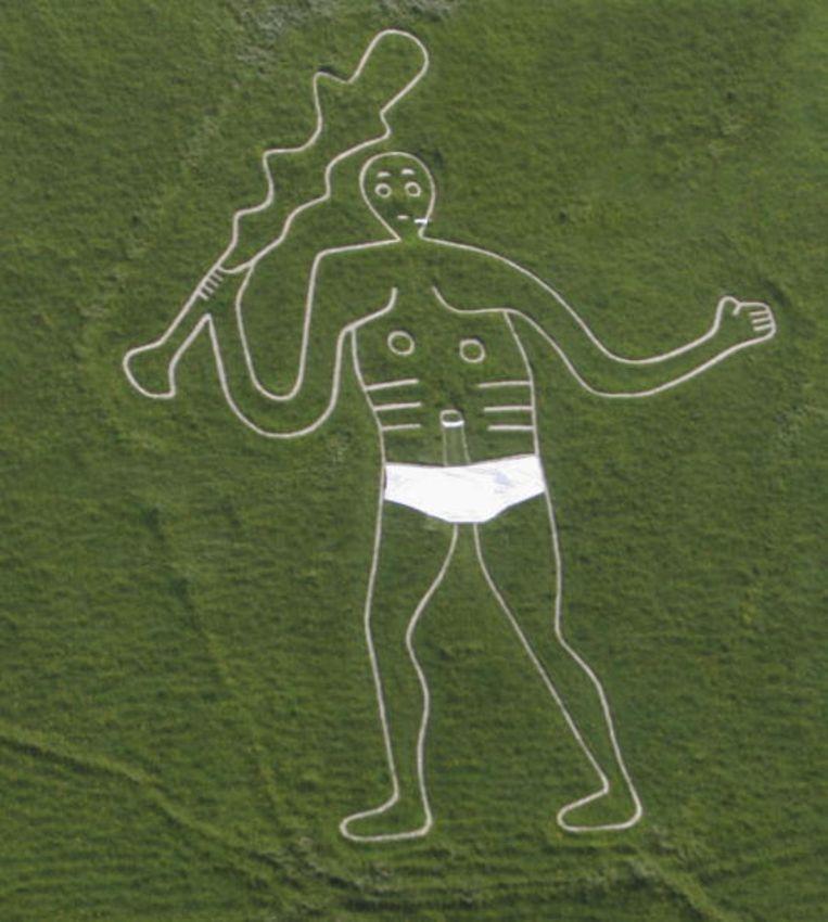 Luchtfoto van de vruchtbaarheidsreus, voor de gelegenheid mét broekje aan.