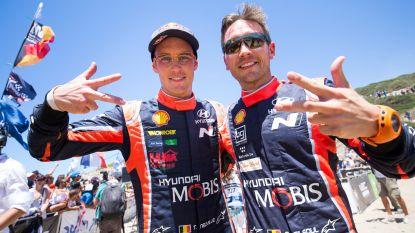 Thierry Neuville en Nicolas Gilsoul kloppen Stoffel Vandoorne en zijn gezamenlijk RACB Drivers of the Year