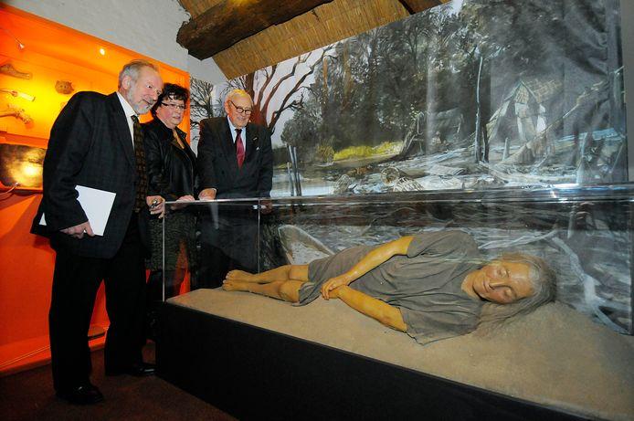 Wassen beeld van Trijntje in museum de Koperen Knop in Hardinxveld-Giessendam.