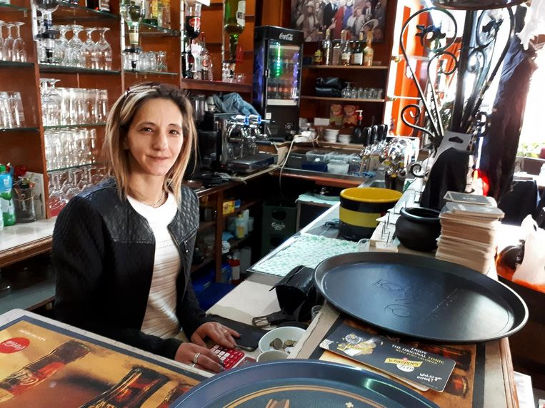 Onder andere cafébazin Maria Polymatidis is de overlast beu.