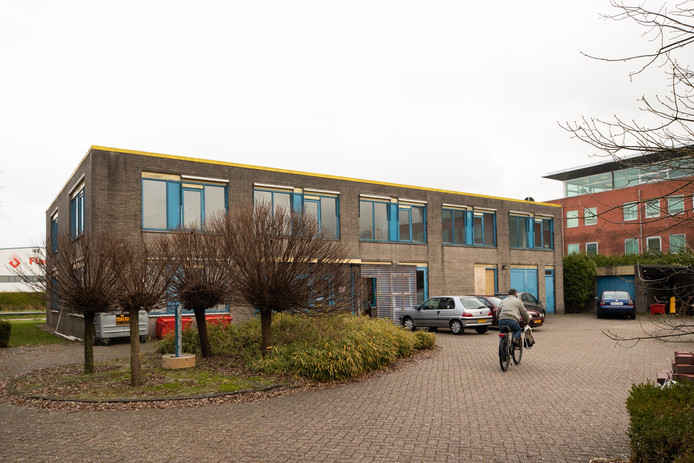 Het voormalige pand van GEO aan de Celsiusweg, dat een polenhotel moet worden.