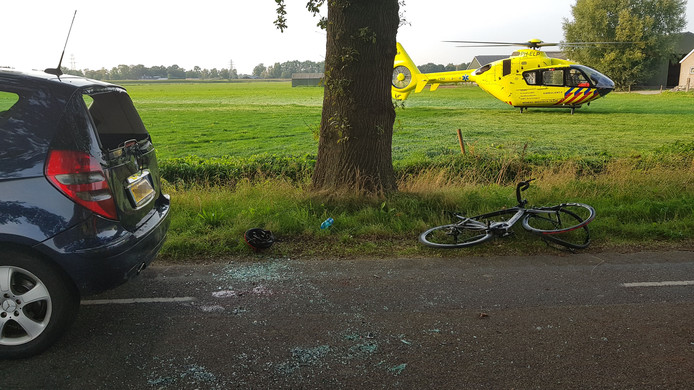 De traumahelikopter in het weiland aan de Langesteeg in Bennekom.