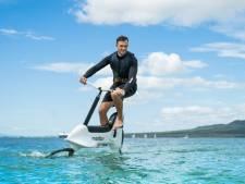 Draagvleugels en elektrische ondersteuning: dit is de waterfiets 2.0