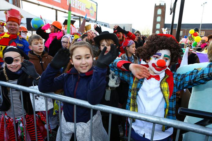 De sfeer zat er goed in, tijdens de kindercarnavalsoptocht in Kaatsheuvel.