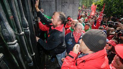"""België op vingers getikt over toestand gevangenissen tijdens stakingen: """"Nog nooit gezien"""""""