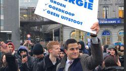 VIDEO. Dries Van Langenhove daagt op voor klimaatmars... om te pleiten voor kernenergie