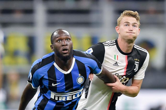 Matthijs de Ligt in duel met Romelu Lukaku afgelopen zondag tijdens Internazionale - Juventus (1-2).