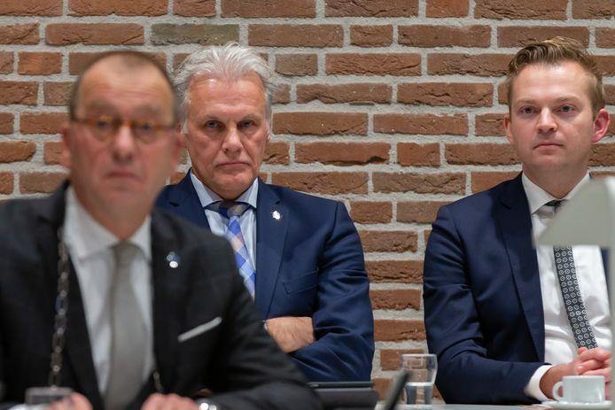 Burgemeester Theo Segers (links) maakte dinsdagavond bekend dat er een extern onderzoek plaats gaat vinden naar de integriteit van het college in Staphorst, die naast Segers bestaat uit Lucas Mulder (midden) en Alwin Mussche (rechts).